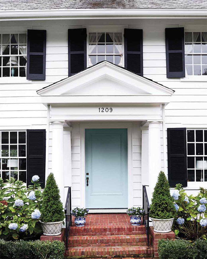 Exterior paint colors on a colonial sarah tucker - Front door colors for blue house ...